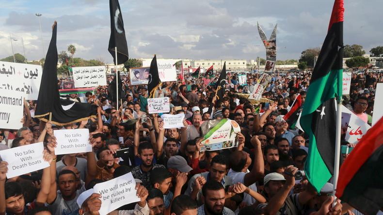 """""""Ihr greift Zivilisten an und tötet unsere Söhne"""" - Libyer protestieren gegen US-Luftangriffe"""