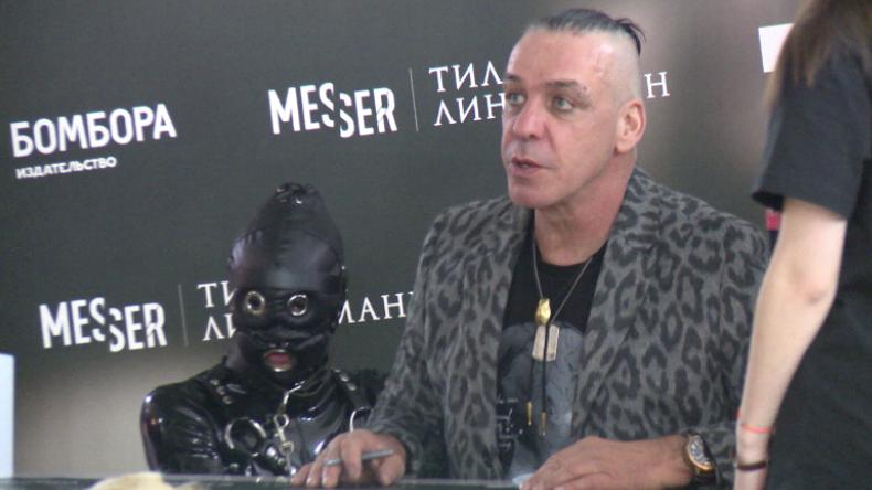 Moskau: Rammstein-Frontmann Till Lindemann kommt mit SM-Hundedame zur Autogrammstunde