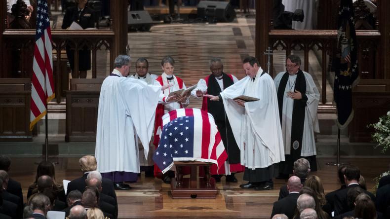 Medienkritik: Die Verklärung des verstorbenen George H. W. Bush (Video)