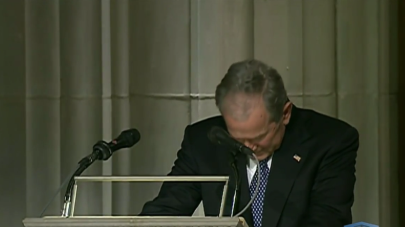 Gebrochener Mann: Bush hält Beerdigungsrede für seinen Vater und kämpft mit den Tränen