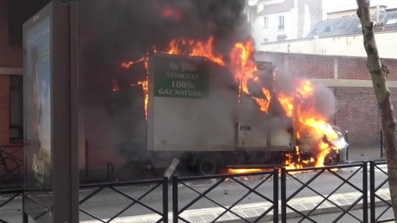 Chaos in französischer Gemeinde -  Schüler protestieren gegen Macrons Politik