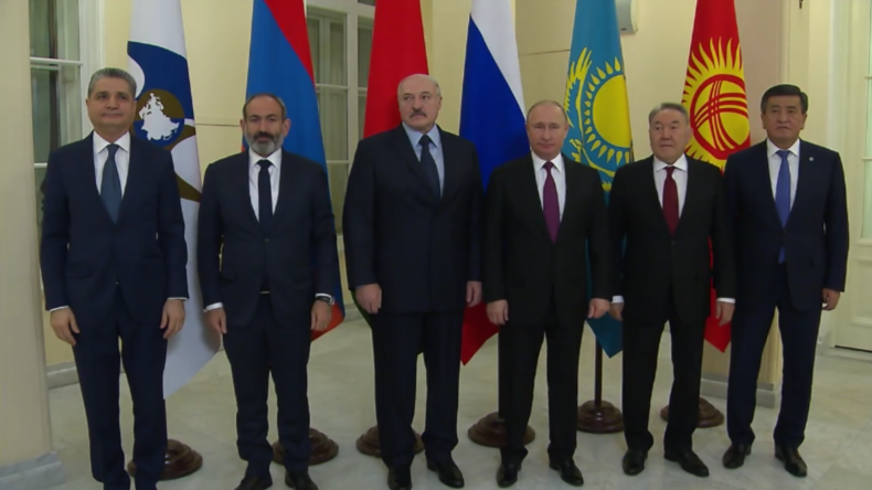 Putin fordert ein gemeinsames Zahlungssystem zur Stärkung der wirtschaftlichen Souveränität