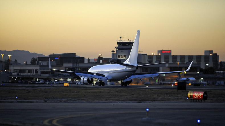 Flugzeug in USA schlittert über Landebahn hinaus - Keine Verletzten