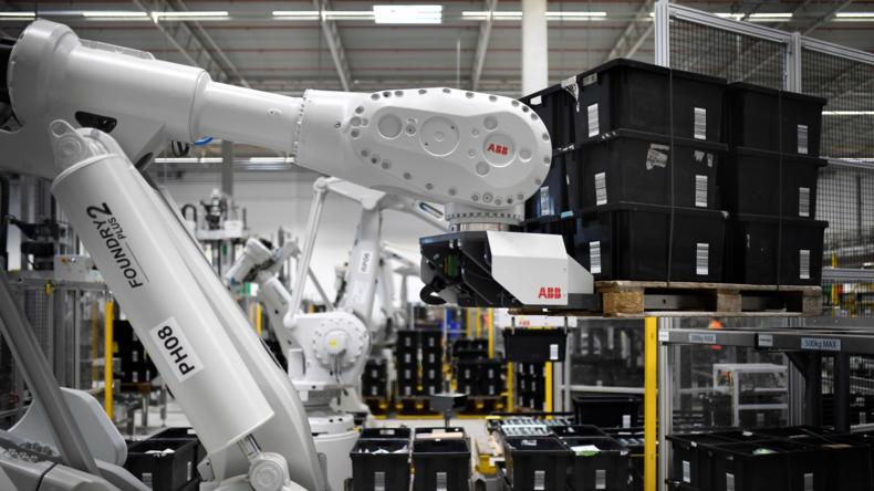 Rebellion der Maschinen? Roboter versprüht Anti-Bären-Spray – 24 Amazon-Mitarbeiter im Krankenhaus