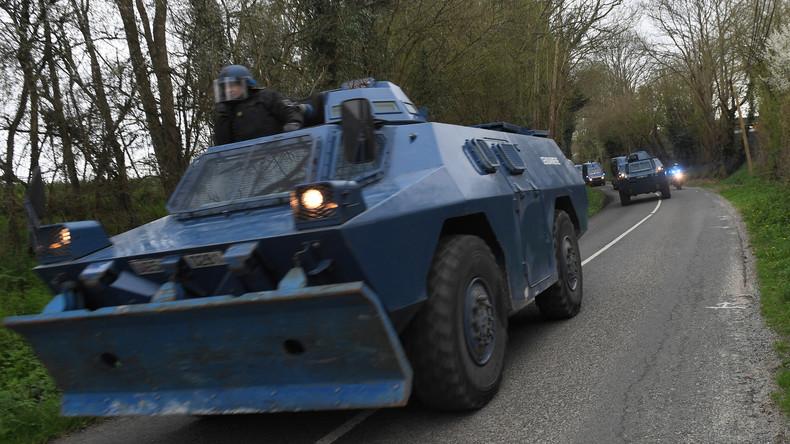 """""""Armee unterwegs nach Paris"""" - Videos und Fotos von Militär- und Panzerfahrzeugen kursieren im Netz"""