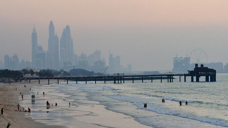 Erster schwimmender Supermarkt vor Dubais Küste eröffnet