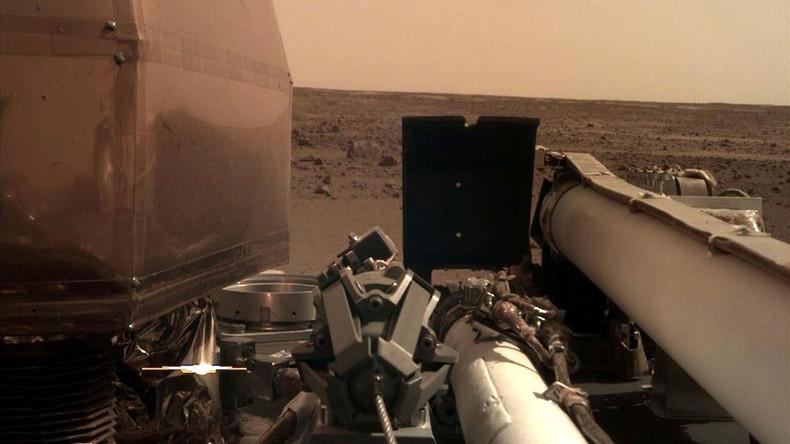 """Mars-Sonde """"InSight"""" zeichnet Mars-Geräusche auf"""