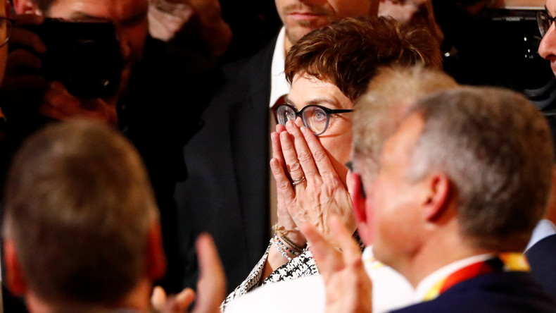 """""""Sie merkelt weiter"""": Kritik an der Wahl Kramp-Karrenbauers"""