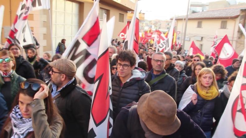 """Italien: """"Die besetzen unser Land"""" – Demonstration gegen zunehmende US-Militärpräsenz"""