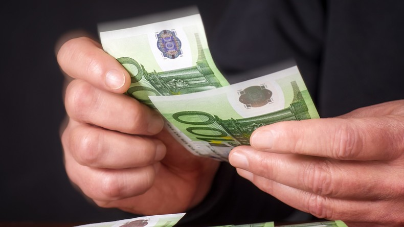 Einkaufen für Euro-Blüten: Russische Polizei fasst Geldfälscherin
