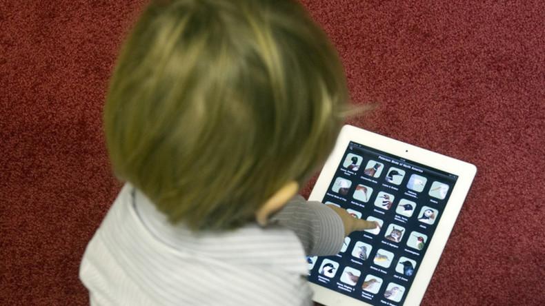 Es ist offiziell: Übermäßige Zeit vorm Bildschirm beeinträchtigt irreversibel das Gehirn von Kindern
