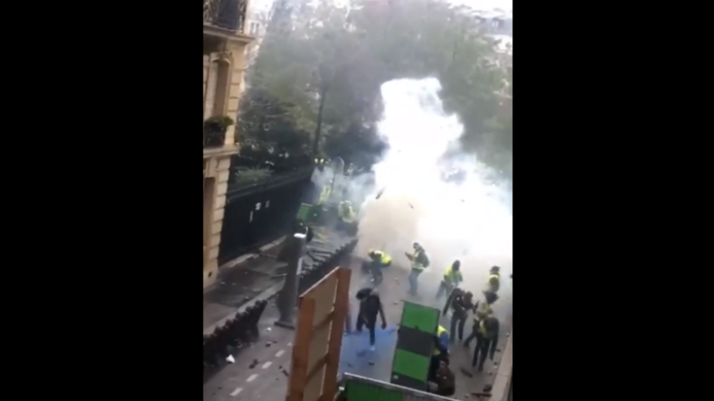 Frankreich: Vier krasse Videos von Gelbwesten – Protestler gegen Polizisten, Antifa gegen Faschisten