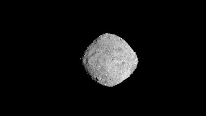 """""""Eine schöne Überraschung"""": NASA-Raumsonde entdeckt Wasser auf fernem Asteroiden Bennu"""