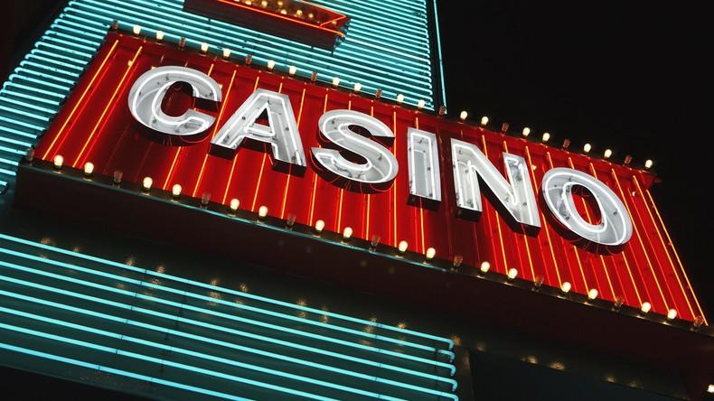 Zwei Nonnen veruntreuen angeblich 500.000 US-Dollar aus Schulkasse für Reisen und Glücksspiele