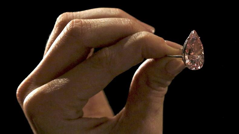 Unverhofft kommt oft: Frau bekommt verlorenen Ehering zurück, der neun Jahre zuvor ins Klo fiel