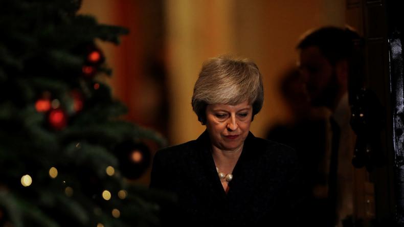 May übersteht Misstrauensvotum – und droht dennoch zu scheitern