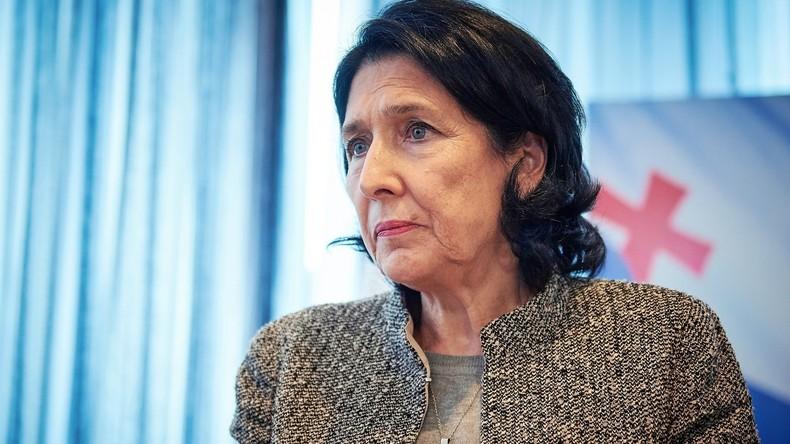 Ex-Französin wird erste Präsidentin von Georgien: Salome Surabischwili tritt Amt an