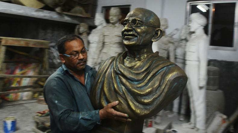 Ghana gegen Gandhi: Statue des Aktivisten aufgrund früher rassistischer Aussagen demontiert