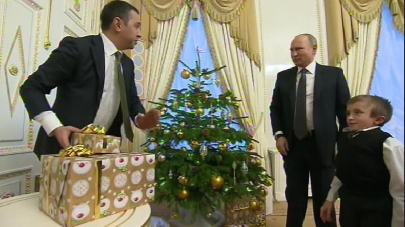 Putin arrangiert Hubschrauber-Rundflug über Sankt Petersburg für schwer kranken Jungen