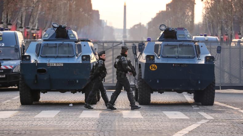 """Französische Polizei hat eine """"Ultima Ratio""""-Waffe gegen die Gelbwesten in Stellung gebracht"""