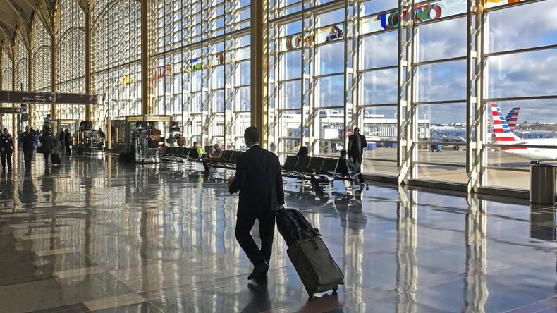 Santa in Zivil: Geschäftsmann verschenkt Flugmeilen an alle, die Verwandte besuchen wollen