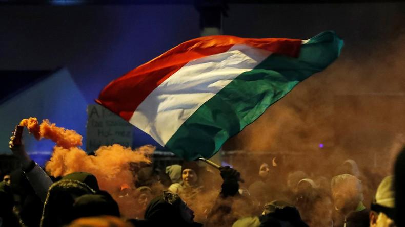 """Ungarisches """"Sklavengesetz"""" tritt ab  Januar in Kraft"""