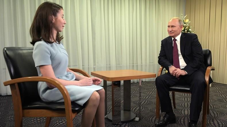 """""""Sie sind sehr schön"""": Angehende Journalistin mit Sehbehinderung interviewt Wladimir Putin"""