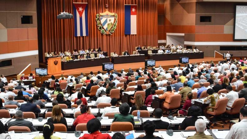 Kubas Parlament segnet Verfassungsentwurf ab