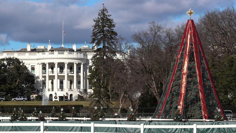 Mann klettert auf Weihnachtsbaum vor Weißem Haus und zerstört Lichter - Reparatur erst nach Shutdown
