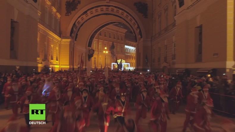 Weihnachtsmänner überall: Wettrennen soll St. Petersburg in Weihnachtsstimmung bringen