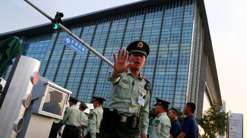 Mann in China entführt Bus und rast in Menschenmenge: bisher acht Tote, 22 Verletzte