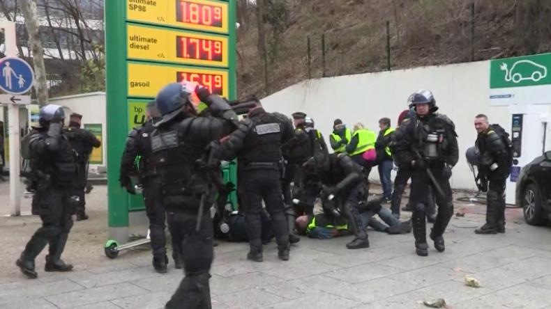 Zusammenstöße in Paris, Lyon, Nantes und Rouen – Gelbwesten protestieren weiter