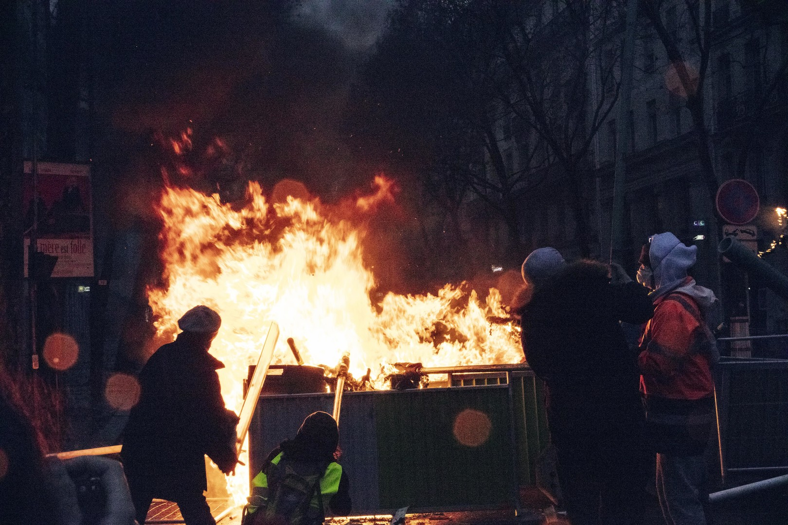 Frankreich: Der wahre Brandstifter trägt Maßanzug