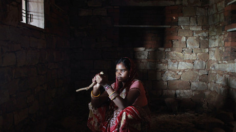 Symbolbild: Krishna 13 Jahre alt, verheiratet und Mutter, in Rajasthan, Indien 17. Juli 2012.