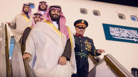 Der saudische Kronprinz Mohammad bin Salman bei seiner Ankunft in Algeriens Hauptstadt Algier am Sonntag.