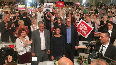 Während die Fraktionsvorsitzende Sahra Wagenknecht die Proteste in Frankreich als Vorbild für Deutschland bezeichnet, warnt Bernd Riexinger: