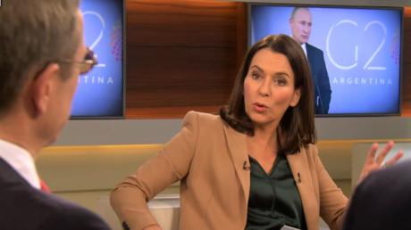 Die Moderatorin Anne Will, links Christoph von Marschall  vom Tagesspiegel. In der abendlichen ARD-Sendung