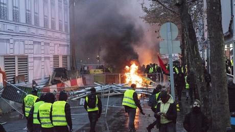 Bilder der Verwüstung aus Paris. Ein Ende der Proteste ist nicht abzusehen.