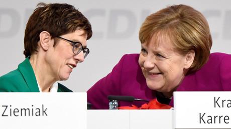 Gerade nochmal gutgegangen: Die alte und die neue Parteivorsitzende am Wochenende in Hamburg