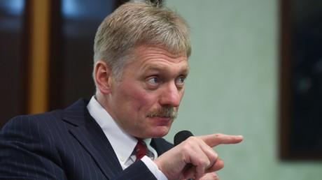 Peskow: Behauptungen zur angeblichen Beteiligung Russlands an Protesten in Frankreich sind üble Nachrede (Archivbild: Dmitri Peskow bei Pressekonferenz der Russischen Geografischen Gesellschaft am 26. November 2018)
