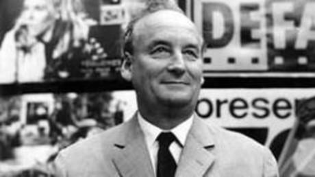 Andrew Thorndike war für die DEFA als Dokumentarfilmer, Regisseur, Drehbuchautor und Szenarist tätig. Er verstarb am 14. Dezember 1979 in Berlin. Eines seiner bekanntesten Werke ist der Dokumentarfilm: