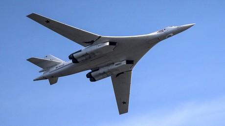 Der schwere strategische Schwenkflügel-Überschall-Bomber vom Typ Tupolew Tu-160 der russischen Luftstreitkräfte (Archivbild)