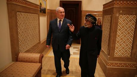Der israelische Ministerpräsident Benjamin Netanjahu mit dem Sultan Qaboos bin Said, Oman, 26. Oktober 2018.