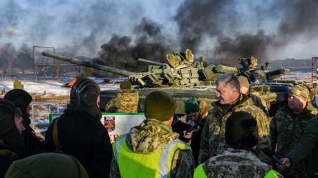 Wird der ukrainische Präsident Petro Poroschenko einen Krieg mit tausenden Toten im Donbass riskieren, um seine eigene Macht zu sichern?