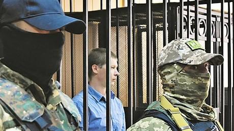 Jewgenij Mefjodow saß drei Jahre lang in Odessa in Haft, bis das Gericht ihn freisprach. Auf Druck der ukrainischen Nationalisten wurde er nach dem Freispruch im Gerichtssaal im August 2017 wieder festgenommen.