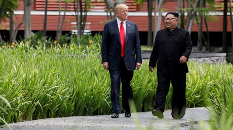 US-Präsident Donald Trump und Nordkoreas Führer Kim Jong Un ihres Gipfels im Capella Hotel auf der Ferieninsel Sentosa, Singapur, 12. Juni 2018, zusammen. Foto aufgenommen am 12. Juni 2018.
