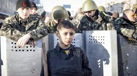 Kiew, Anfang 2014: Der 13-jährige Roman, angeblich der jüngste Maidan-Aktivist. Auf der Suche nach starken Geschichten könnte auch das für den deutschen Reporter Claas Relotius interessant sein.