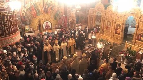 Erfreut sich großer Belibtheit unter Gläubigern. Gottesdienst der Ukrainishcen Orthodoxen Kirche in einer Kirche in Winnitzya