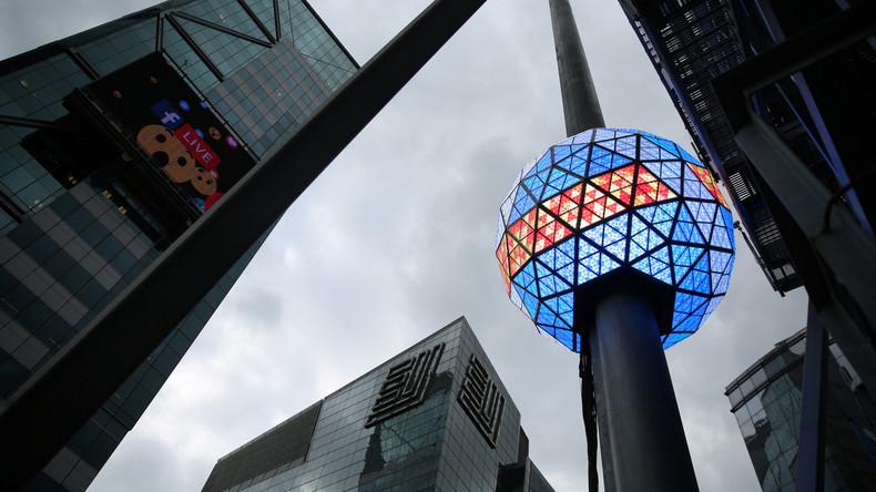"""""""Bereit, was viel Größeres abzuwerfen"""": US-Militär entschuldigt sich für Witz über Times Square Ball"""