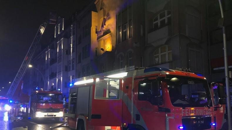 Silvesternacht in Berlin - Feuerwehr hat alle Hände voll zu tun